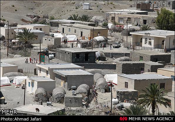 """رودان نیوز : مشکلات زلزلهزدگان بشاگرد همچنان پابرجاست/ شعار"""" خدمت"""" فدای تبلیغات رسانهای"""