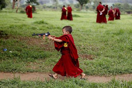 رودان نیوز : بازی راهب کوچک در کارناتاکا، هند