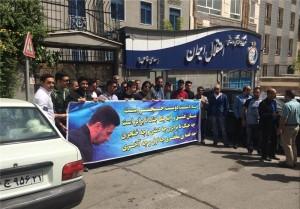 تجمع اعتراض آمیز هواداران استقلال مقابل باشگاه + عکس
