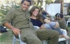تعرض چهار صهیونیست به یک سرباز زن + عکس