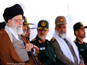 تصاویر/حضور رهبر انقلاب در دانشگاه امام حسین(ع)
