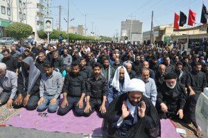 برگزاری نماز ظهر عاشورا به امامت امام جمعه رودان +تصویر