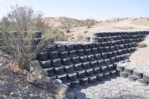 ساخت سازه آبخیزداری با استفاده از لاستیک های فرسوده برای اولین بار در کشور /کاهش ۷۰ درصدی هزینه ساخت سازه های معمول