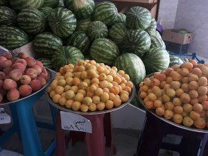 قیمت بالای میوه فصلی در رودان/ ایجاد یک میدان تره بار برای عرضه مستقیم میوه در شهرستان نیاز است