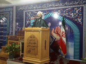 حضرت امام خمینی(ره) کسانیکه به دنبال مذاکره و کنار آمدن با دشمن خدا هستند را بعنوان خائن معرفی کردند