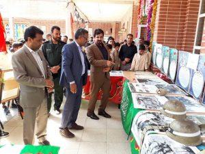 نمایشگاه عکس ۸سال دفاع مقدس در دبیرستان یاران مهدی(عج) رودان افتتاح شد+تصاویر
