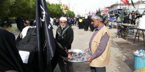 عشق و دلدادگی خادمین موکب رودان در خدمت به زائرین امام حسین(ع)/ خستگی در این مسیر معنا ندارد