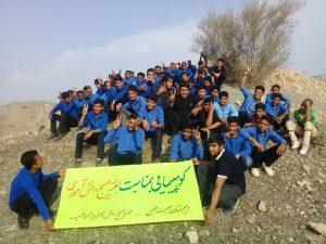 دانش آموزان رودانی به مناسبت هفته بسیج دانش آموزی کوهپیمایی کردند+عکس