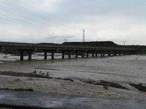 مسدودشدن راه ارتباطی ۱۲ روستای شهرستان رودان در اثر طغیان رودخانه
