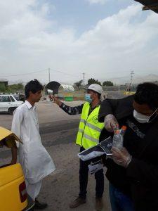 کنترل مبادی ورودی شهرستان رودان برای جلوگیری از شیوع کرونا