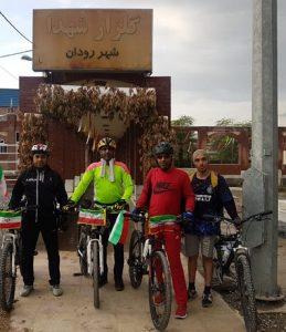 رکاب زدن مسافت بندرعباس-رودان دوچرخه سواران رودانی در روز ۲۲بهمن