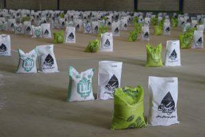 توزیع بسته های معیشتی و کمک های مومنانه در شهرستان رودان